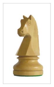 Geschnitzte Springer im Schachspiel